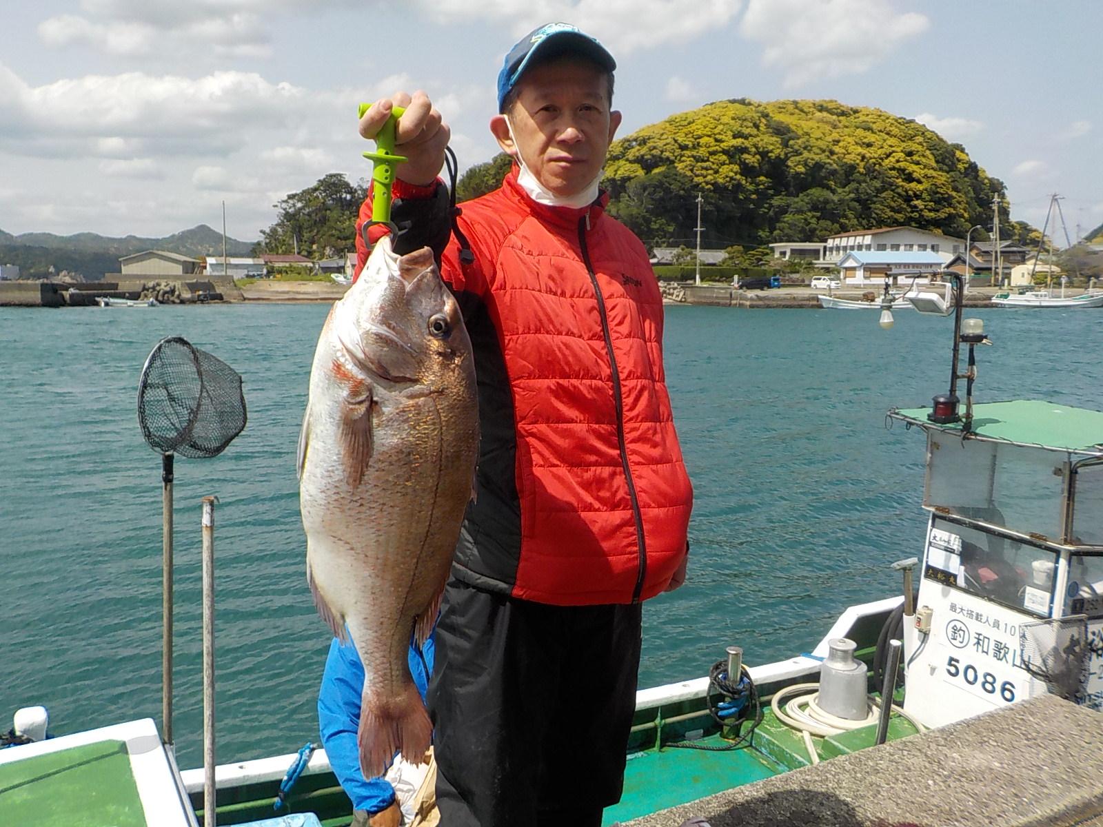 大阪の寺井様 マダイ35~60センチ 2尾