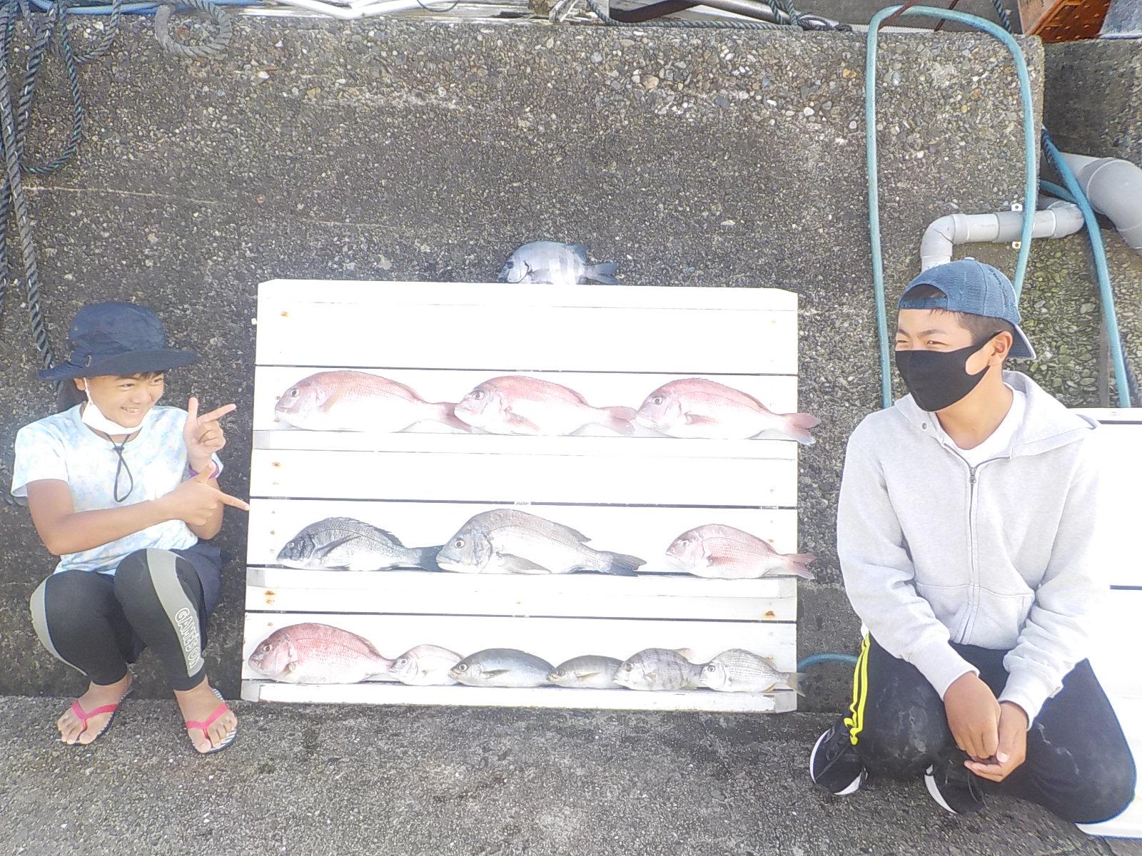 【五目達成】鮫島一家様 マダイ チヌ イサキ メイチダイ ヘダイ 25~45センチ 10尾以上